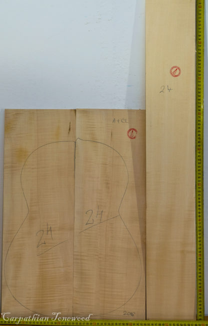 Guitar classical No.24 Back and Sides made with Curly maple in 2016 A grade