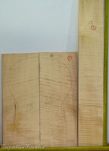 Guitar classical No.25 Back and Sides made with Curly maple in 2016 AA grade