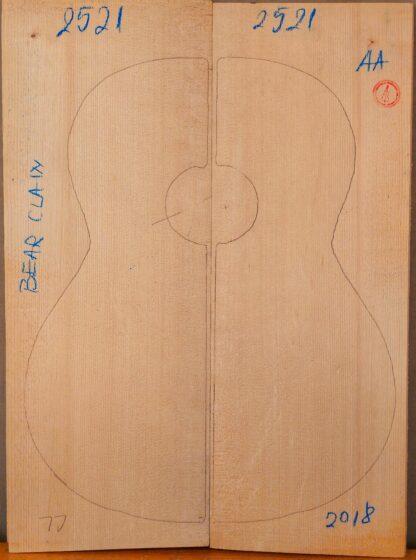 Guitar classical No.2521 Bear Claw Top